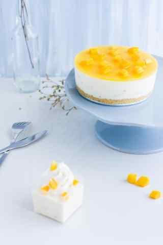 可口的芒果酸奶蛋糕手机壁纸