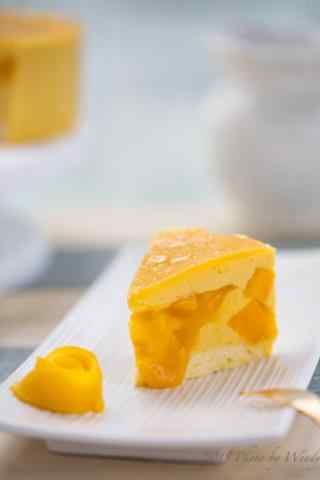 可口香甜的芒果蛋糕手机壁纸
