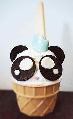 超可爱熊猫冰淇淋手机壁纸