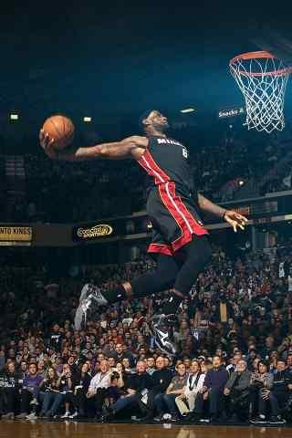 NBA篮球巨星邓肯灌篮瞬间手机壁纸