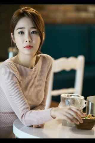《孤单又灿烂的神-鬼怪》刘仁娜剧照手机壁纸