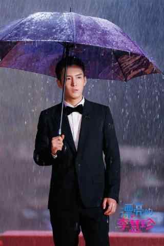 《漂亮的李慧珍》白皓宇雨中剧照手机壁纸