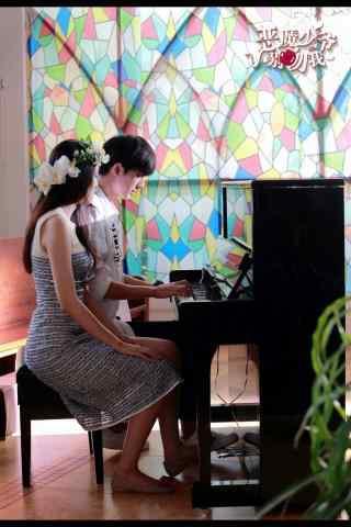 恶魔少爷别吻我七录向蔓葵弹钢琴手机壁纸