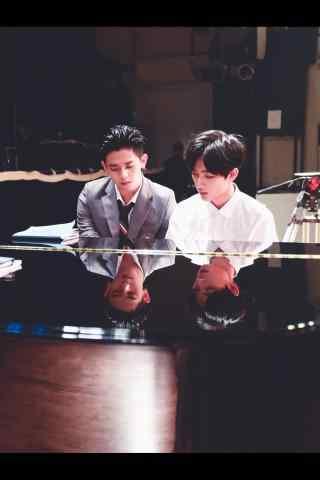 恶魔少爷别吻我七录江辰川弹钢琴手机壁纸