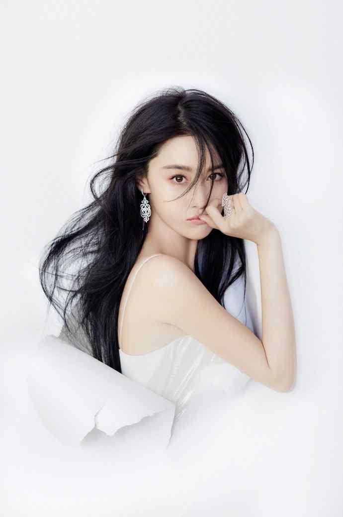 张馨予白色唯美性感时尚写真