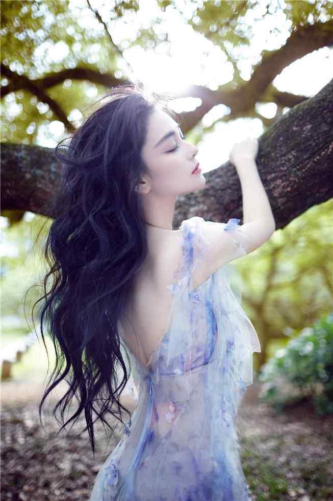 张馨予静谧盛夏性感时尚写真