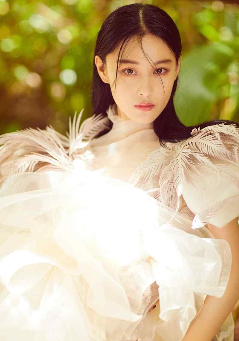 张馨予梦幻迷人森林性感时尚写真