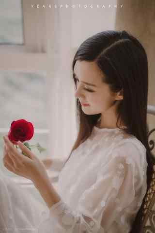 美女手捧玫瑰花手