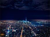 夜空下城市中的五