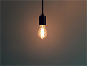 独自发光的小灯泡