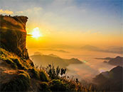 山间云海上的太阳