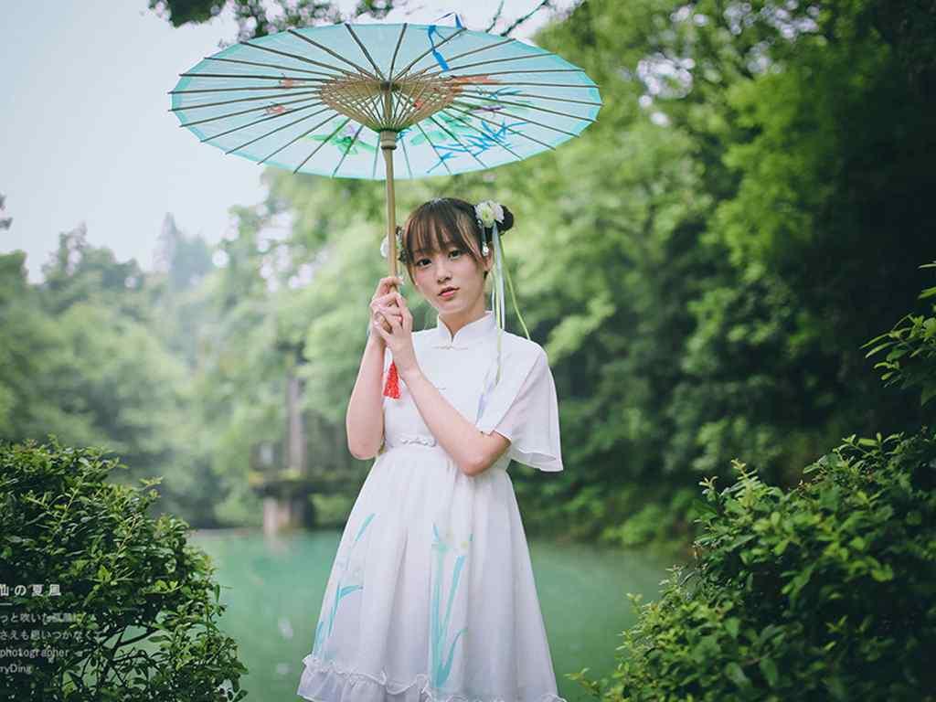 清纯美女撑伞壁纸