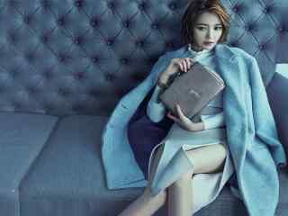蓝衣沙发性感写真