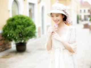 甜美微笑美女毛晓彤高清桌面壁纸