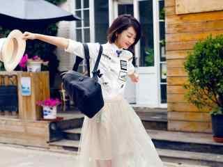 清纯女星周冬雨时尚街拍高清写真壁纸