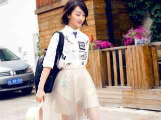 清纯女星周冬雨时尚街拍写真桌面壁纸