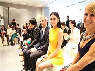 迪丽热巴出席时尚活动桌面壁纸