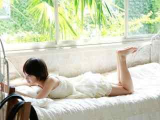 日系清纯美女清新可爱写真桌面壁纸