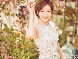 毛晓彤时尚拍摄可爱清新元气少女桌面壁纸