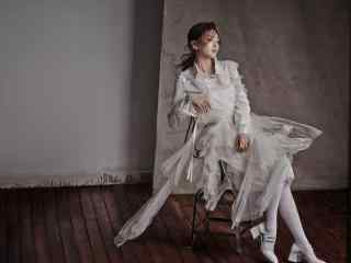 美女江疏影白裙性感写真桌面壁纸