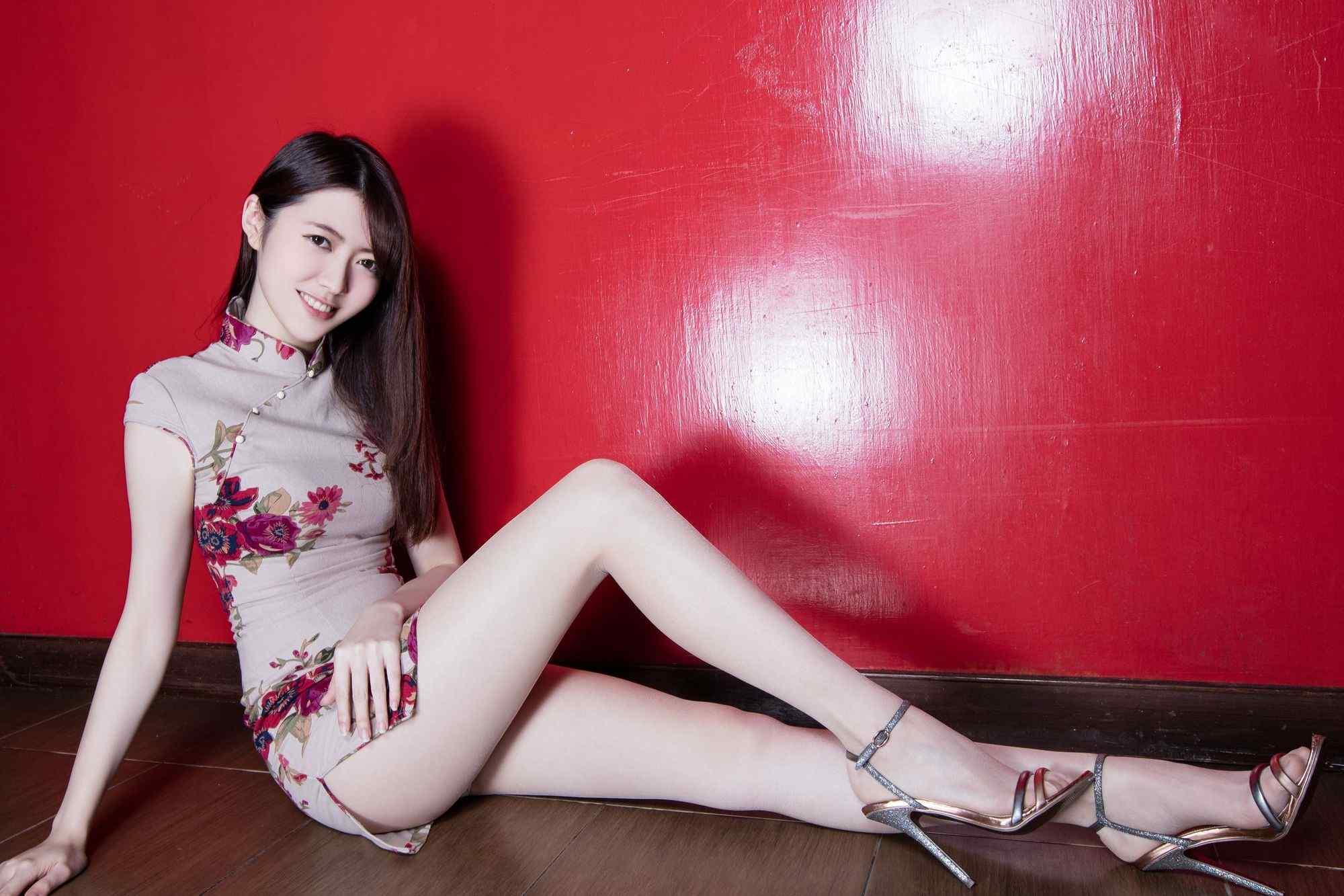 Beautyleg的肉丝旗袍美女性感写真图片桌面壁纸