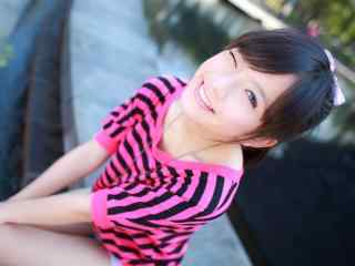 清纯的可爱微笑女孩桌面壁纸