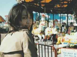 日本美女新垣结衣可爱回眸写真图片桌面壁纸