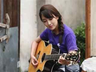 马苏小清新弹吉他图片