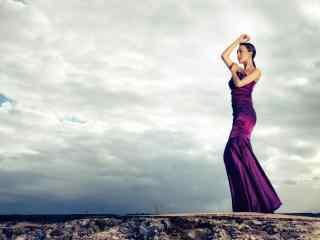 马苏优雅唯美紫色长裙写真图片