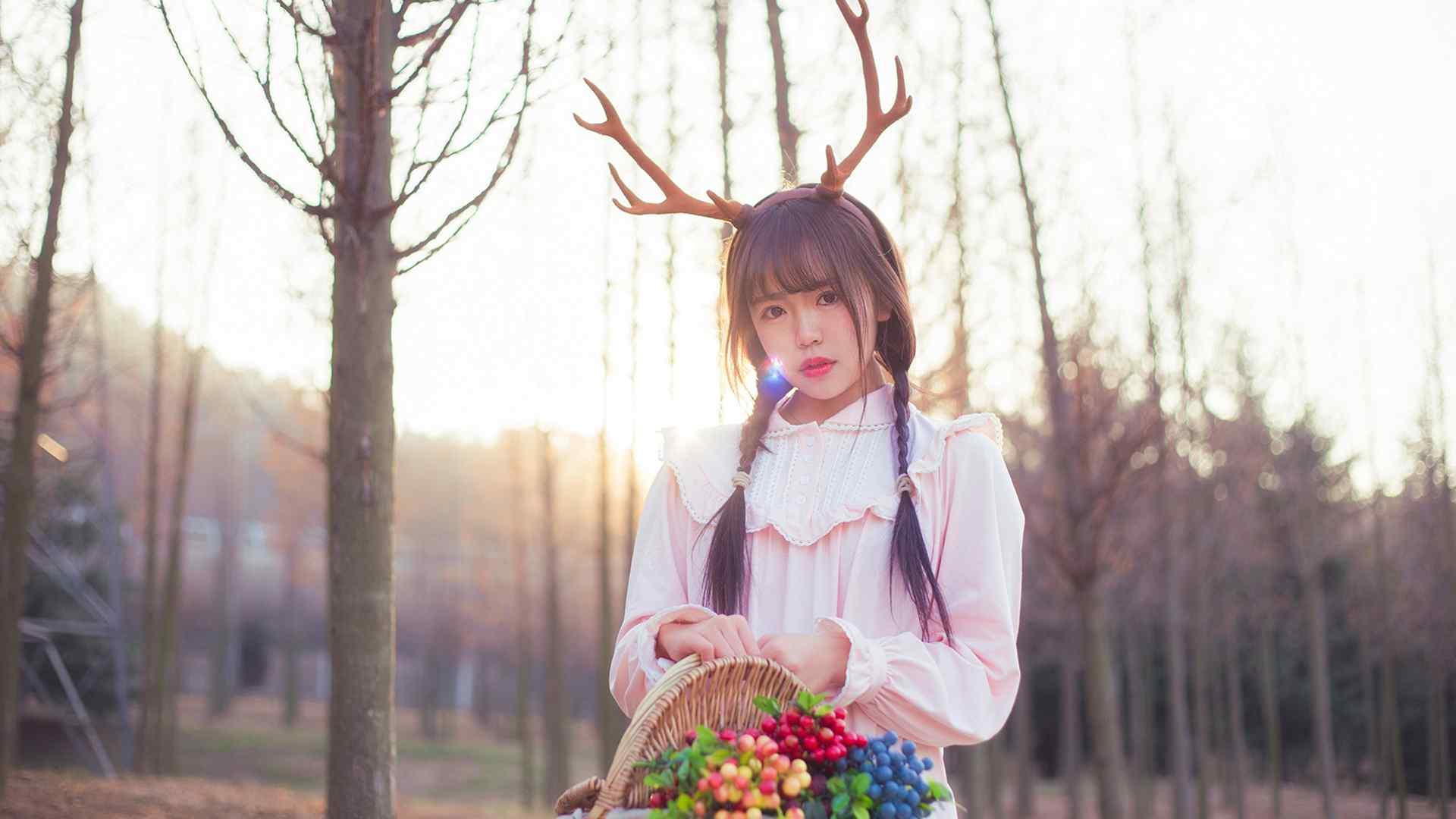可爱美女cosplay小麋鹿桌面壁纸