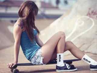 滑板女孩唯美图片桌面壁纸