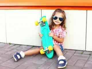 滑板女孩小清新桌面壁纸