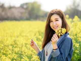 甜美可爱的美女田园写真图片