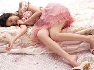 刘仁娜粉色长裙慵懒写真图片桌面壁纸