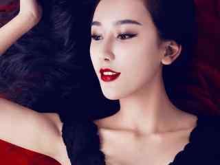 红唇美女性感小黑裙写真图片桌面壁纸