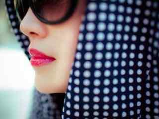 戴墨镜的红唇美女图片桌面壁纸