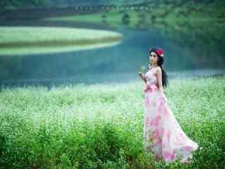 美女荞麦花海高清写真