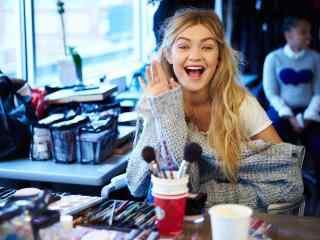 gigi在化妆间里可爱的表情图片