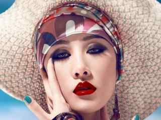性感红唇美女烟熏妆图片桌面壁纸