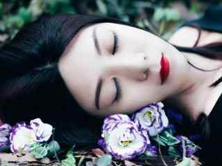 花丛中的红唇美女小清新图片