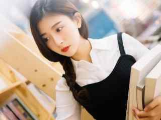 清纯红唇美女图片桌面壁纸