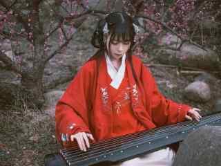 汉服袄裙—美女坐在树下弹古琴桌面壁纸