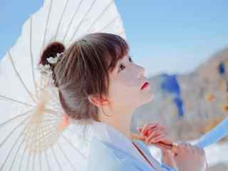 汉服袄裙—抬头仰望天空的少女桌面壁纸