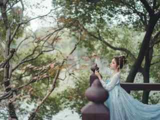 汉服齐胸儒裙—少女手拿八角铜铃桌面壁纸