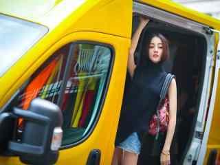 迪丽热巴时尚杂志帅气桌面壁纸