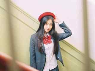 JK制服—走廊里美丽的小姐姐桌面壁纸