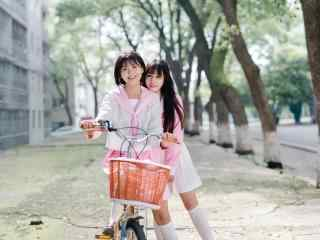 JK制服—可爱的小姐姐们骑单车桌面壁纸