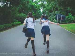 JK制服—放学后奔跑的少女们桌面壁纸