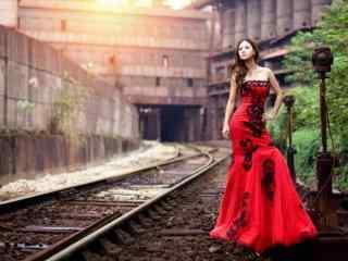 婀娜多姿的红衣美女写真图片