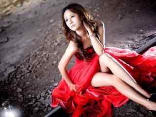 婀娜的红衣美女桌面壁纸